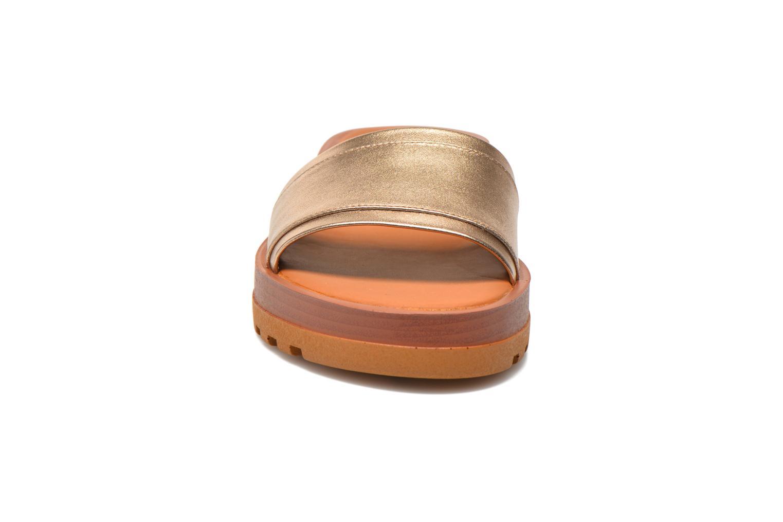 Zuecos See by Chloé OkaÏ Oro y bronce vista del modelo