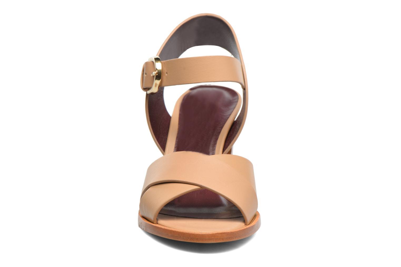 Sandales et nu-pieds Avril Gau Coquille Beige vue portées chaussures