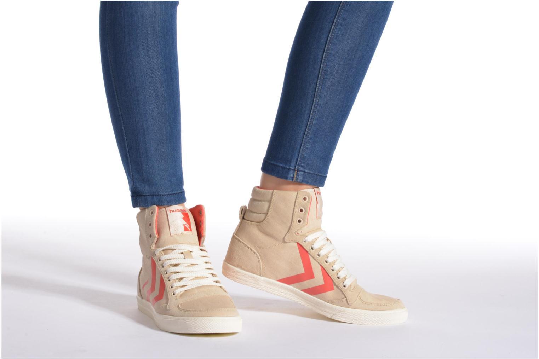 Sneaker Hummel Ten Star Smooth Hi grau ansicht von unten / tasche getragen