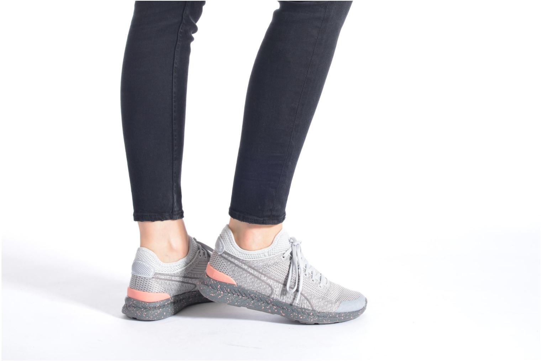 Baskets Puma WNS Ignite Sock Woven Gris vue bas / vue portée sac