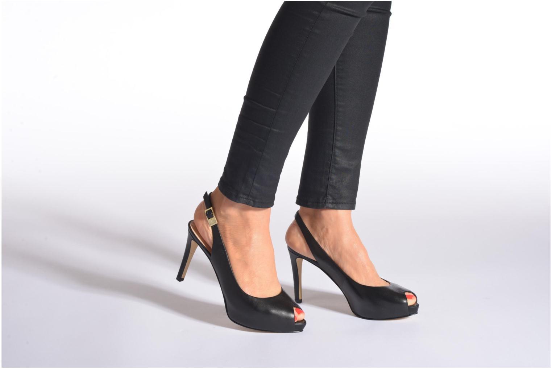 Sandales et nu-pieds Guess Kayna Noir vue bas / vue portée sac