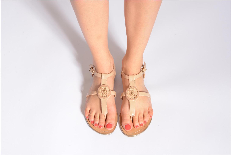 Sandales et nu-pieds Guess Roxxie Noir vue bas / vue portée sac