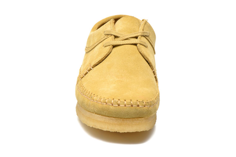 Chaussures à lacets Clarks Originals Weaver M Beige vue portées chaussures