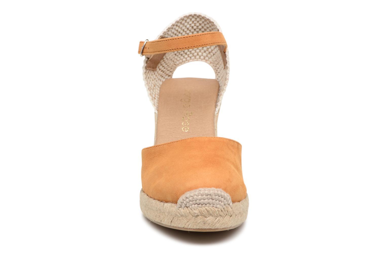 Sandalen Georgia Rose Iponiki braun schuhe getragen