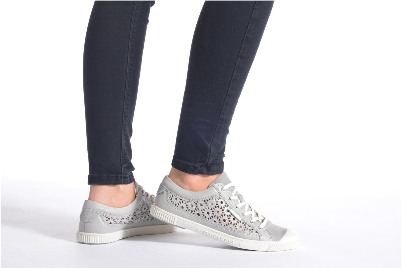 Sneaker Pataugas Bague/A weiß ansicht von unten / tasche getragen