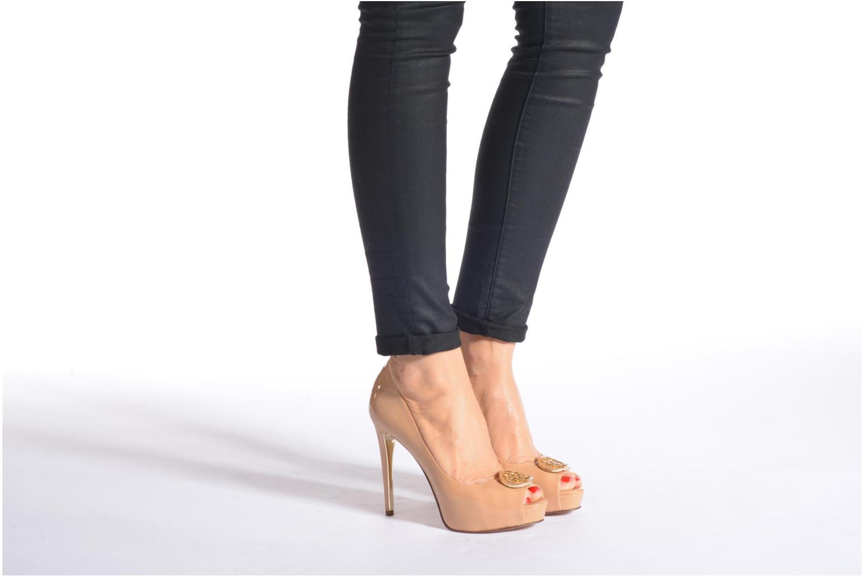Zapatos de tacón Guess Happey2 Beige vista de abajo