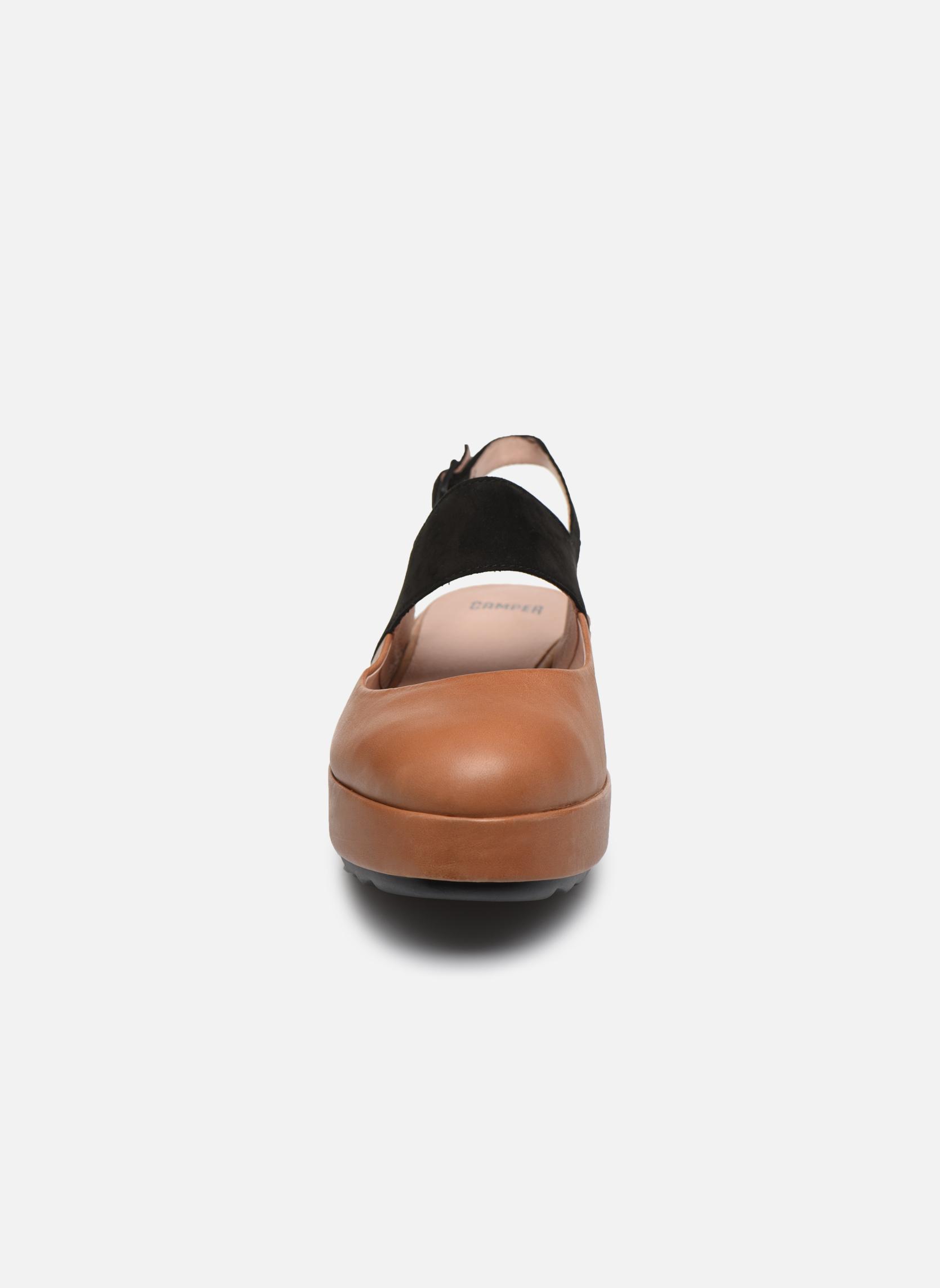 Ballerines Camper Dessa K200198 Marron vue portées chaussures