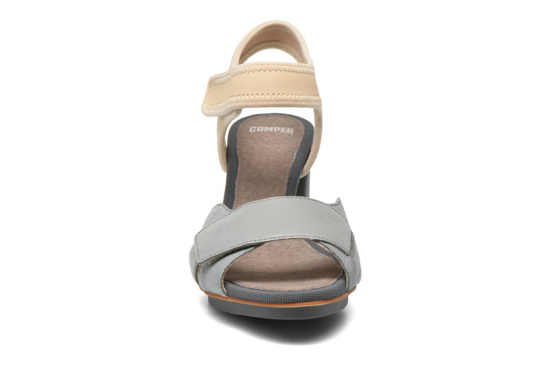 Sandales et nu-pieds Camper Myriam 22534 Gris vue portées chaussures