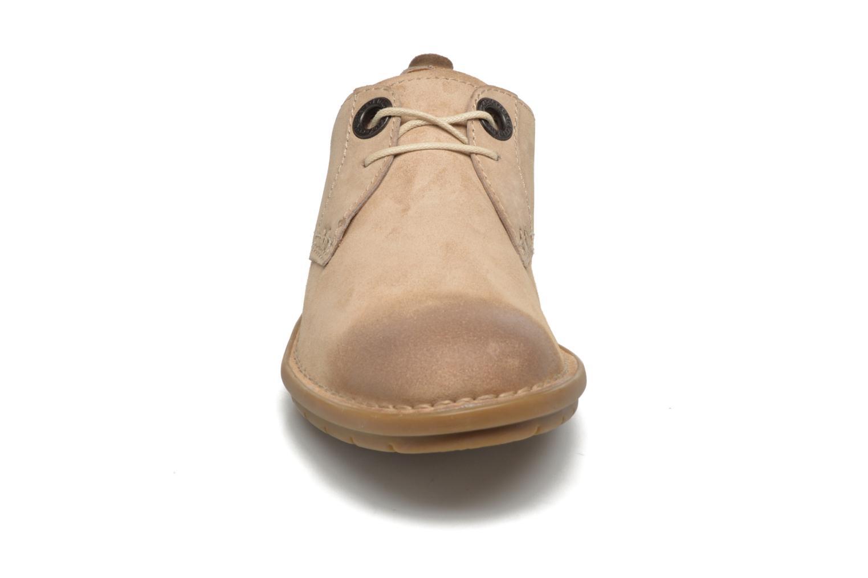 Zapatos con cordones Kickers VIKANG Beige vista del modelo