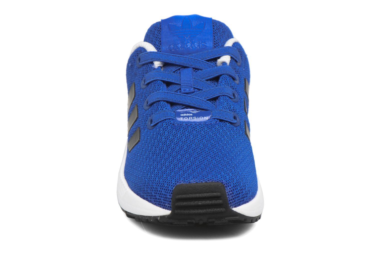 Baskets Adidas Originals Zx Flux El I Bleu vue portées chaussures