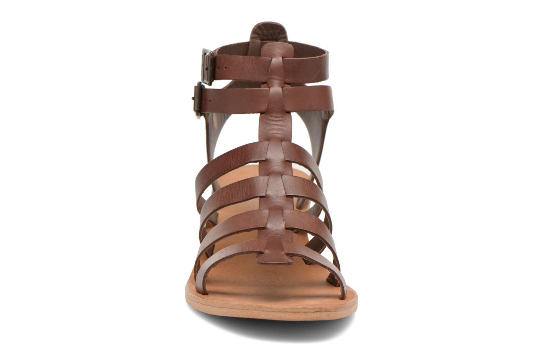 Sandales et nu-pieds Kickers Khôala Marron vue portées chaussures