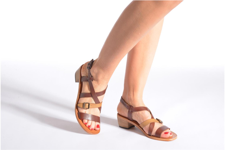 Sandales et nu-pieds Kickers Khôla Noir vue bas / vue portée sac