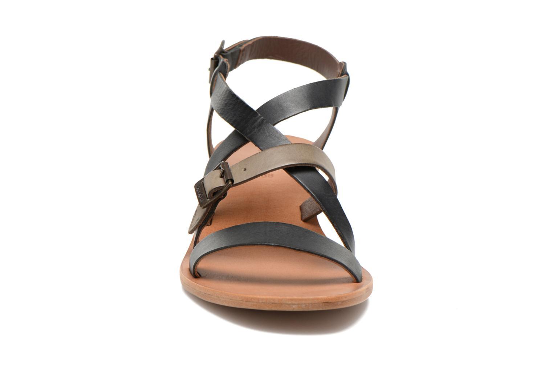 Sandales et nu-pieds Kickers Khôla Noir vue portées chaussures