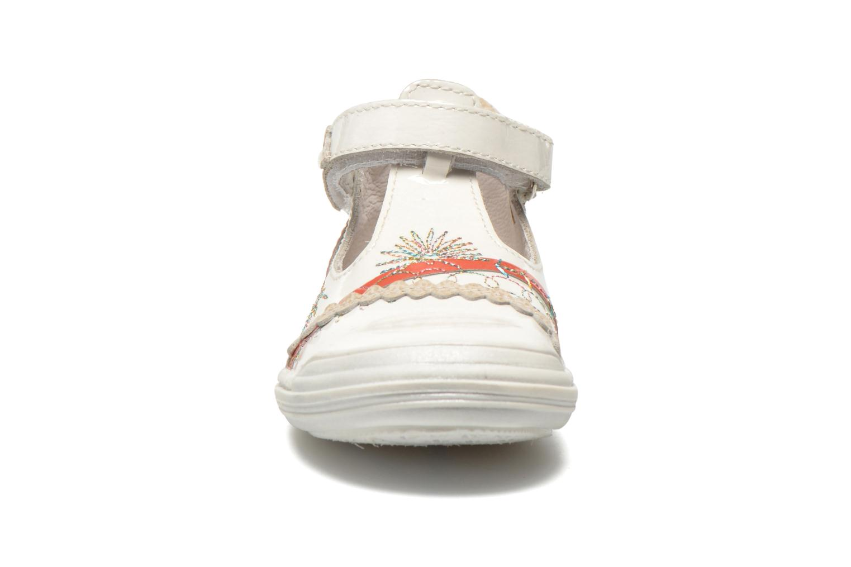 Ballerines GBB Melyna Blanc vue portées chaussures