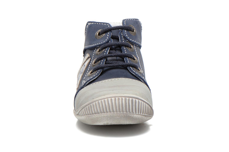 Sneakers GBB Marcus Azzurro modello indossato