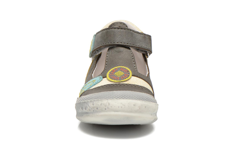 Chaussures à scratch GBB Mao Gris vue portées chaussures