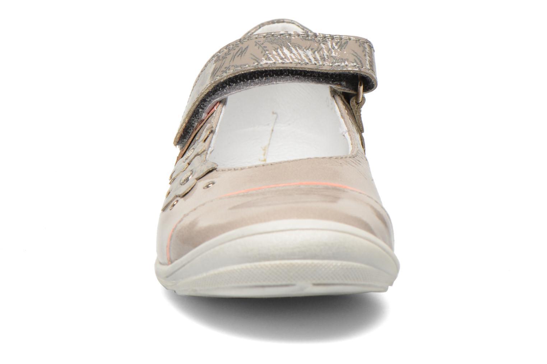 Ballerines GBB Melody Gris vue portées chaussures