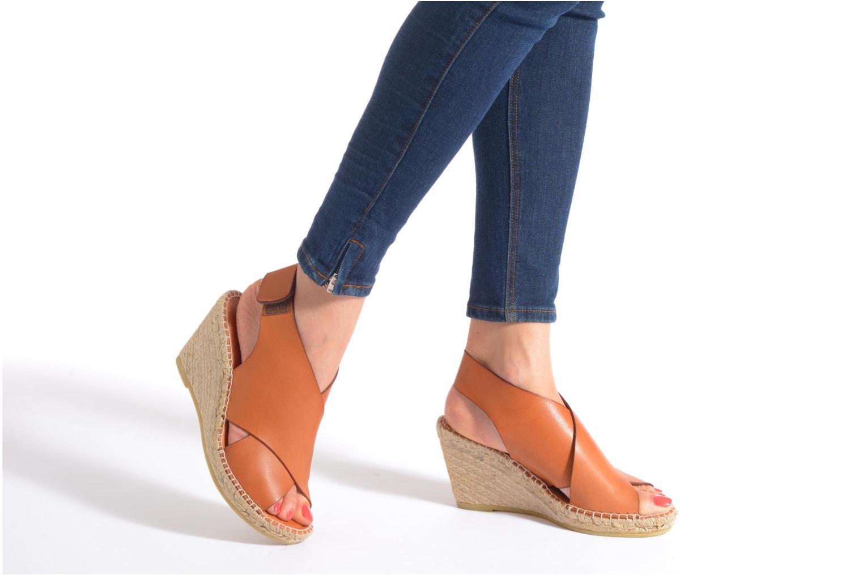 Sandales et nu-pieds COSMOPARIS Ipia Marron vue bas / vue portée sac