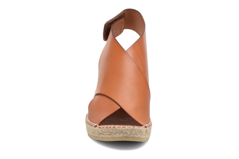Sandales et nu-pieds COSMOPARIS Ipia Marron vue portées chaussures