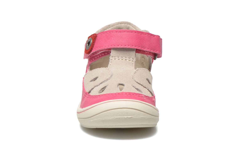 Sandales et nu-pieds Kickers Zela Rose vue portées chaussures