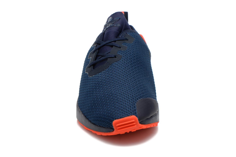 Deportivas Adidas Originals Zx Flux Adv Asym Azul vista del modelo
