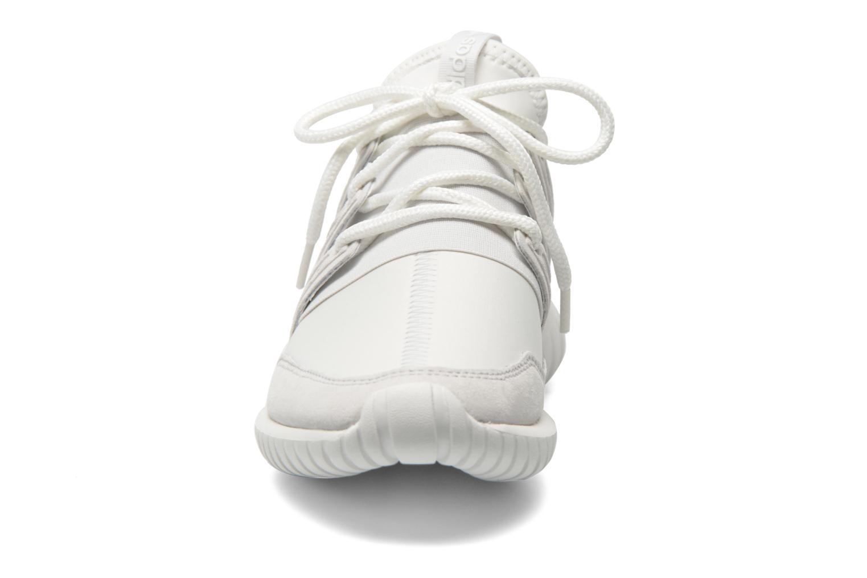 Baskets Adidas Originals Tubular Radial Blanc vue portées chaussures