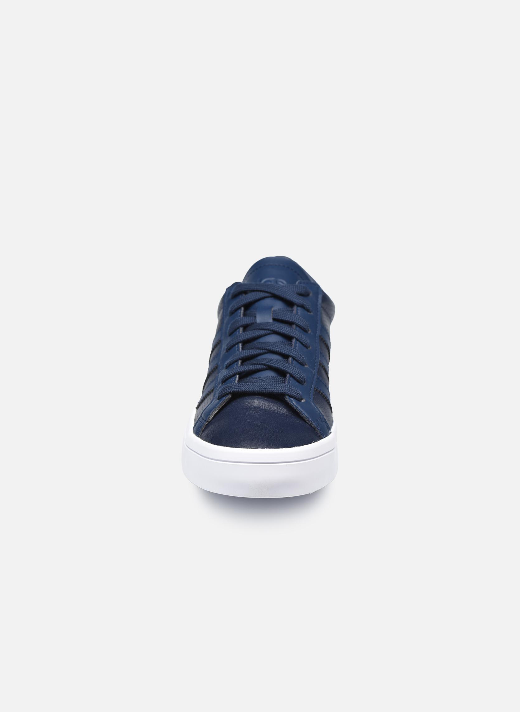 Sneakers Adidas Originals Court Vantage H Azzurro modello indossato