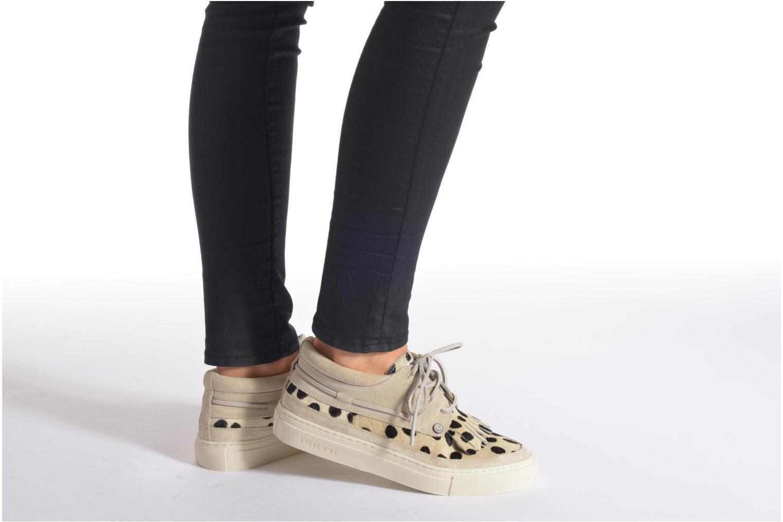 Chaussures à lacets Dolfie Mahe Low Marron vue bas / vue portée sac