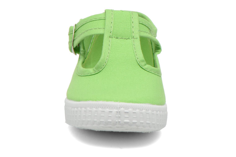 Sneakers Cienta Foliv Verde modello indossato