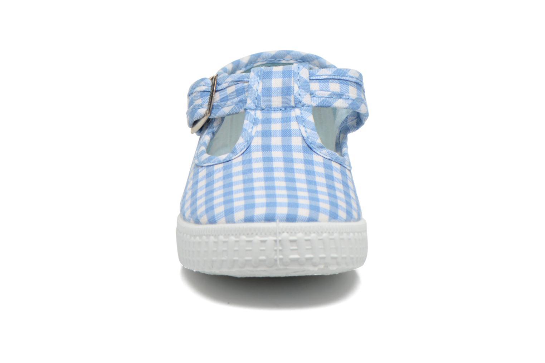 Sneakers Cienta Foliv Azzurro modello indossato