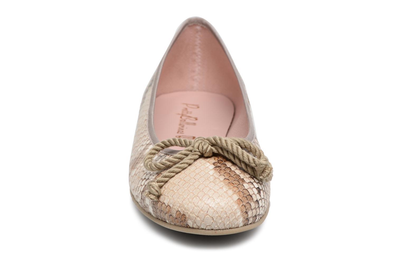 Pretty Ballerinas Rosario Bruin