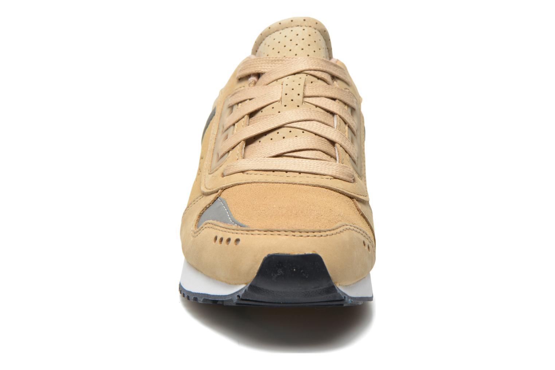 Baskets Lacoste Trajet 116 G Beige vue portées chaussures