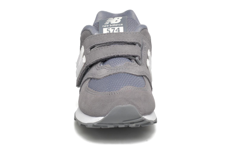 Baskets New Balance KV574 J Gris vue portées chaussures