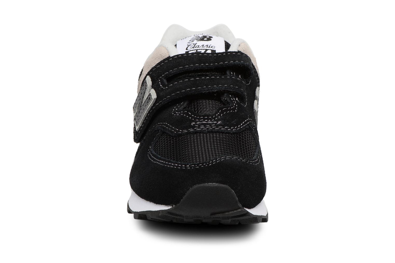 Baskets New Balance KV574 J Noir vue portées chaussures
