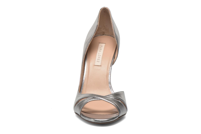 Zapatos de tacón Pura Lopez Elegante Plateado vista del modelo