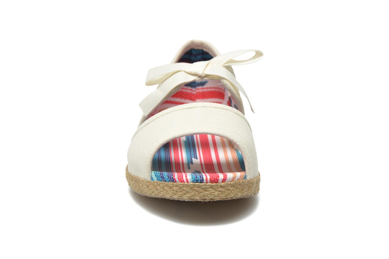 Sandales et nu-pieds UGG Ashleen Beige vue portées chaussures