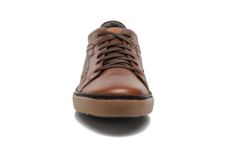 Baskets TBS Braker Marron vue portées chaussures