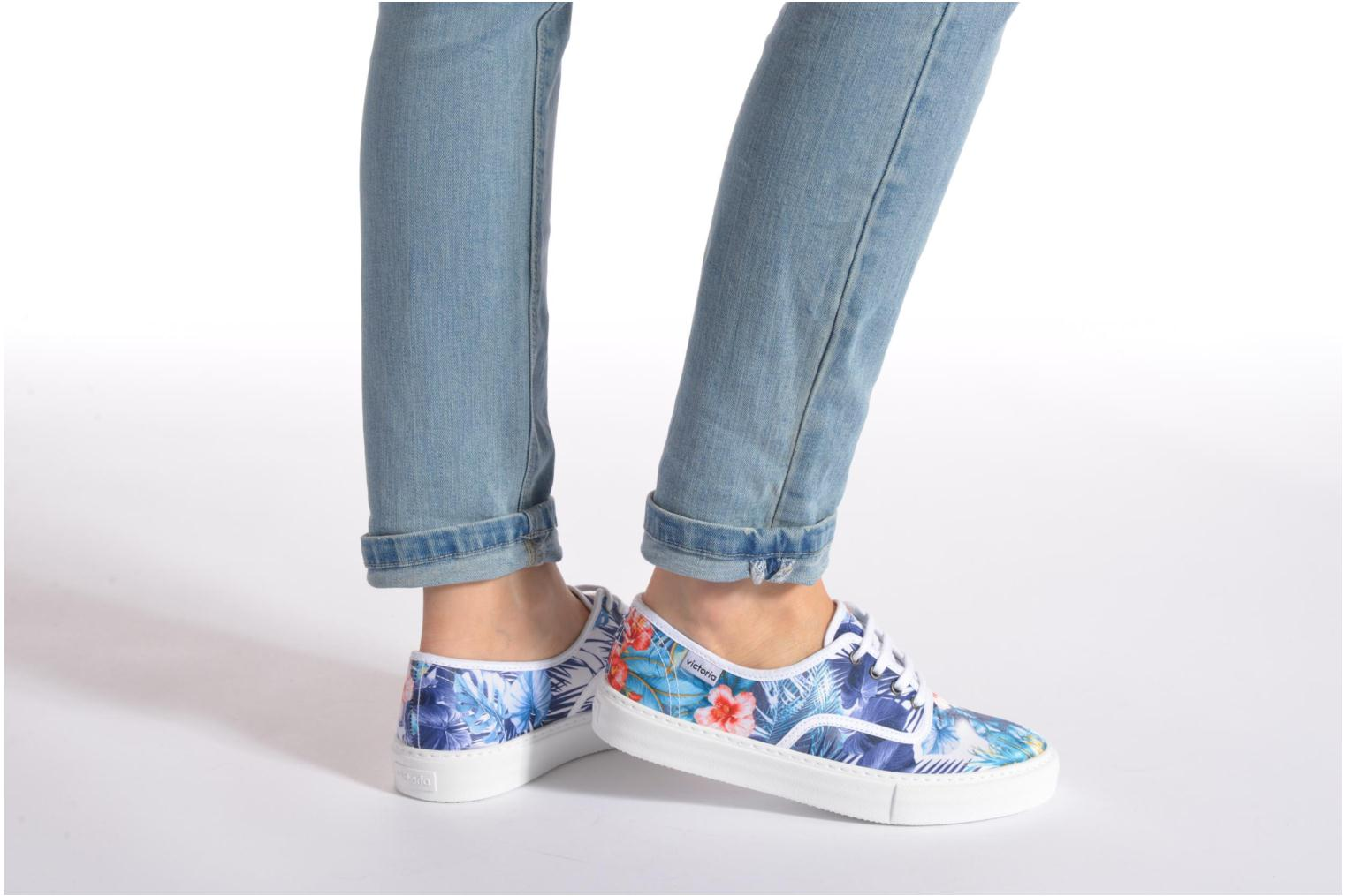 Trainers Victoria Ingles Flores Y Corazones Multicolor view from underneath / model view