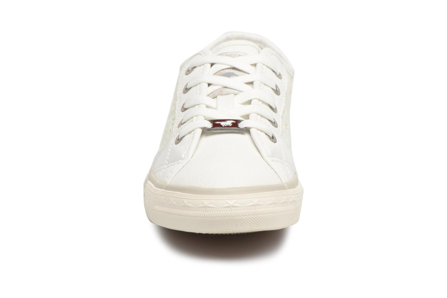 Baskets Mustang shoes Smith Blanc vue portées chaussures