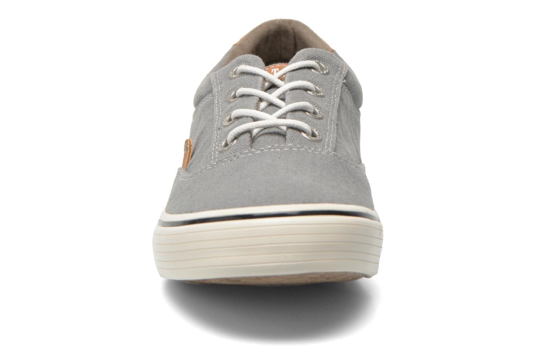 Baskets Mustang shoes Shown Gris vue portées chaussures
