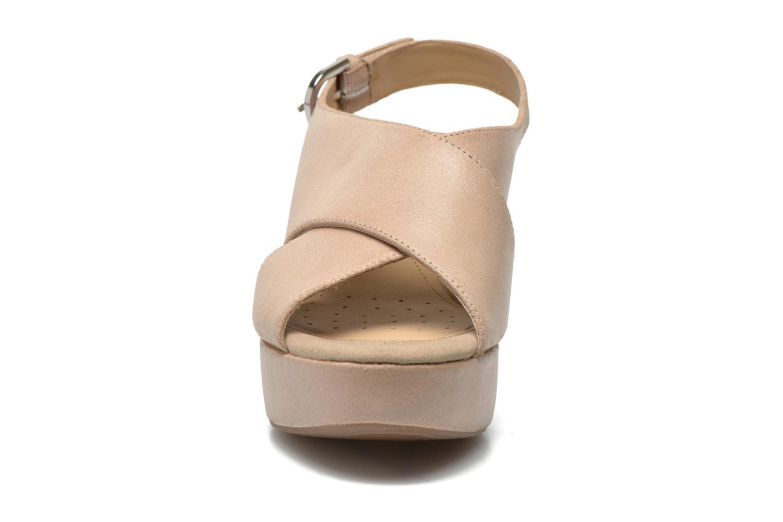 Sandali e scarpe aperte Geox D THELMA B D62N9B Beige modello indossato
