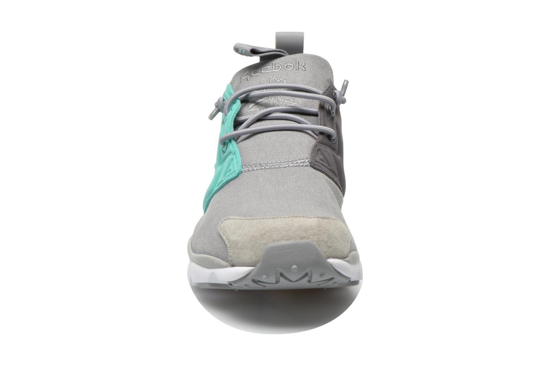 Baskets Reebok Furylite Asymmetrical Gris vue portées chaussures