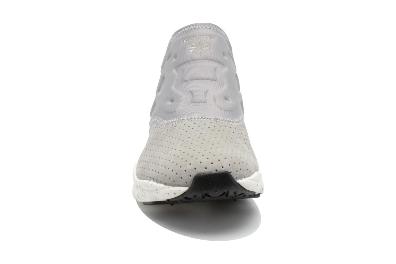 Baskets Reebok Furylite Slip-On Lux Gris vue portées chaussures