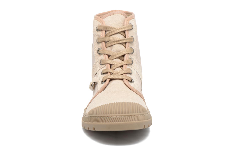 Baskets Pataugas Award Beige vue portées chaussures