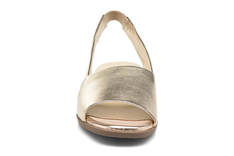 Sandali e scarpe aperte Aerosoles Cush Flow Oro e bronzo modello indossato