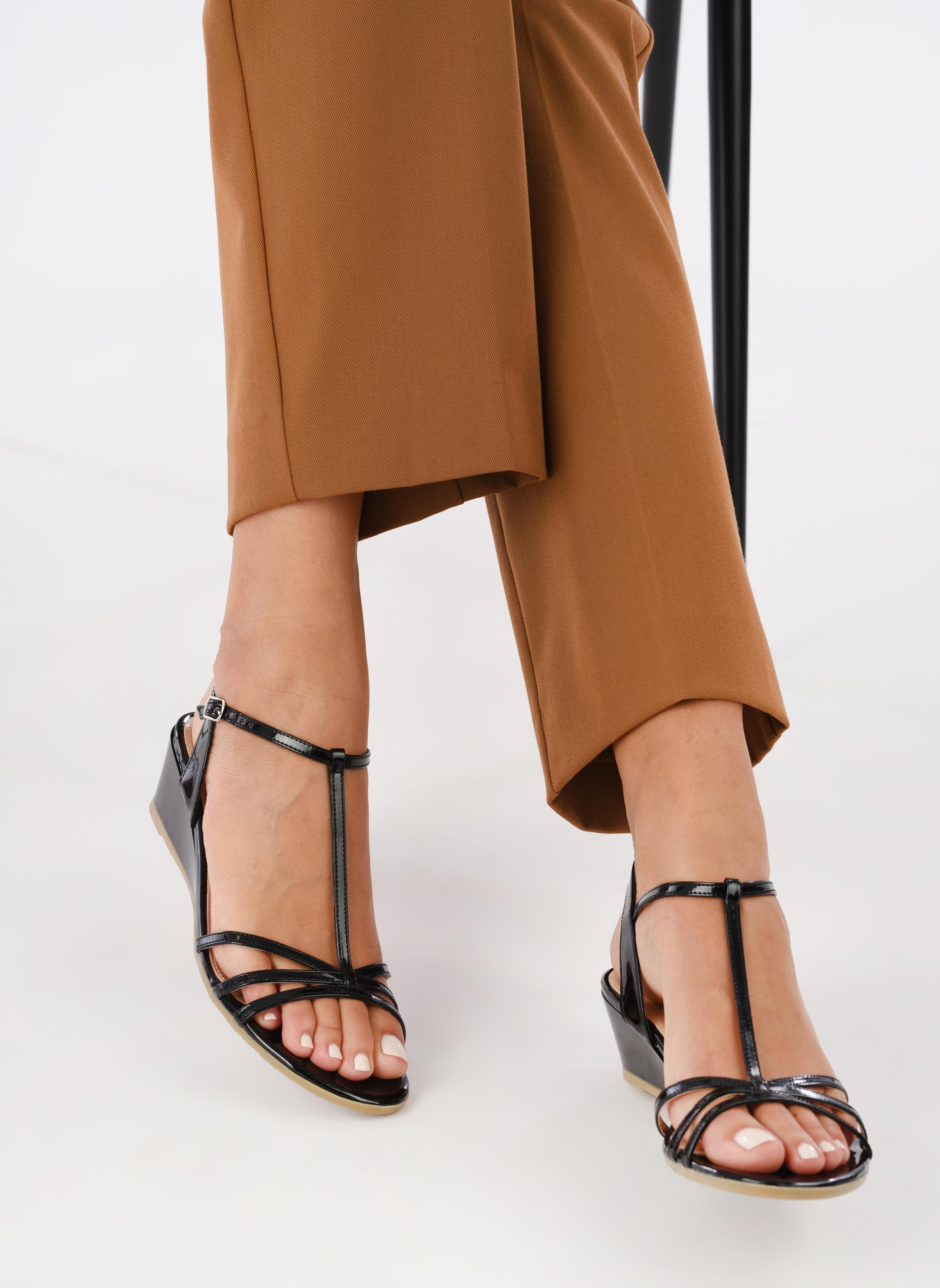 Sandales et nu-pieds Jonak Rozie Noir vue bas / vue portée sac