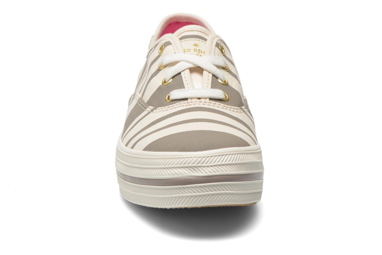 Sneakers Keds Triple Fairemont Stripe Grigio modello indossato