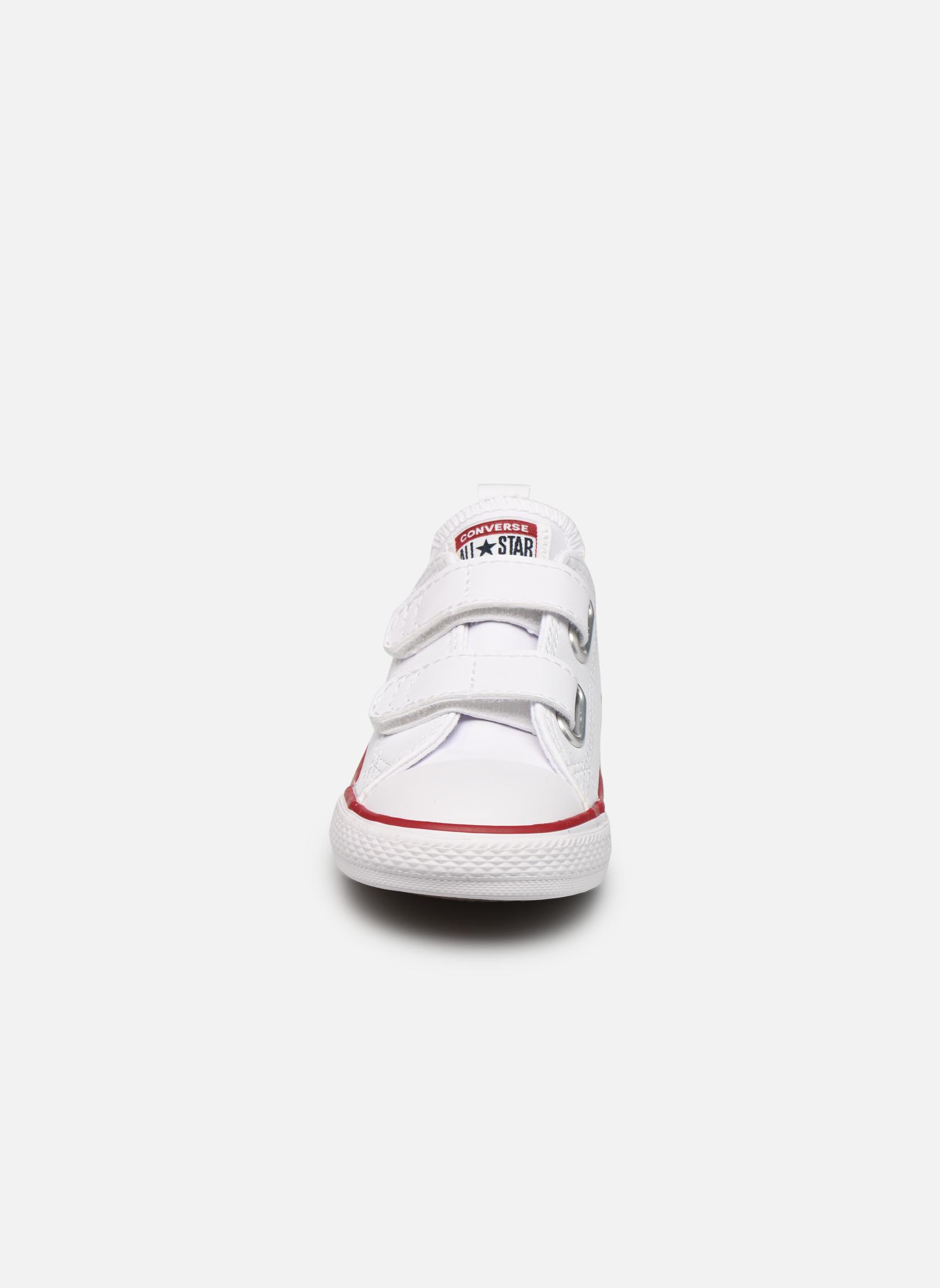 Baskets Converse Chuck Taylor All Star 2V Ox Blanc vue portées chaussures