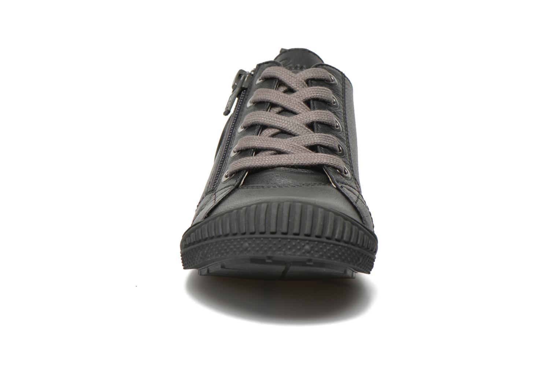 Baskets Pataugas Rocky Noir vue portées chaussures