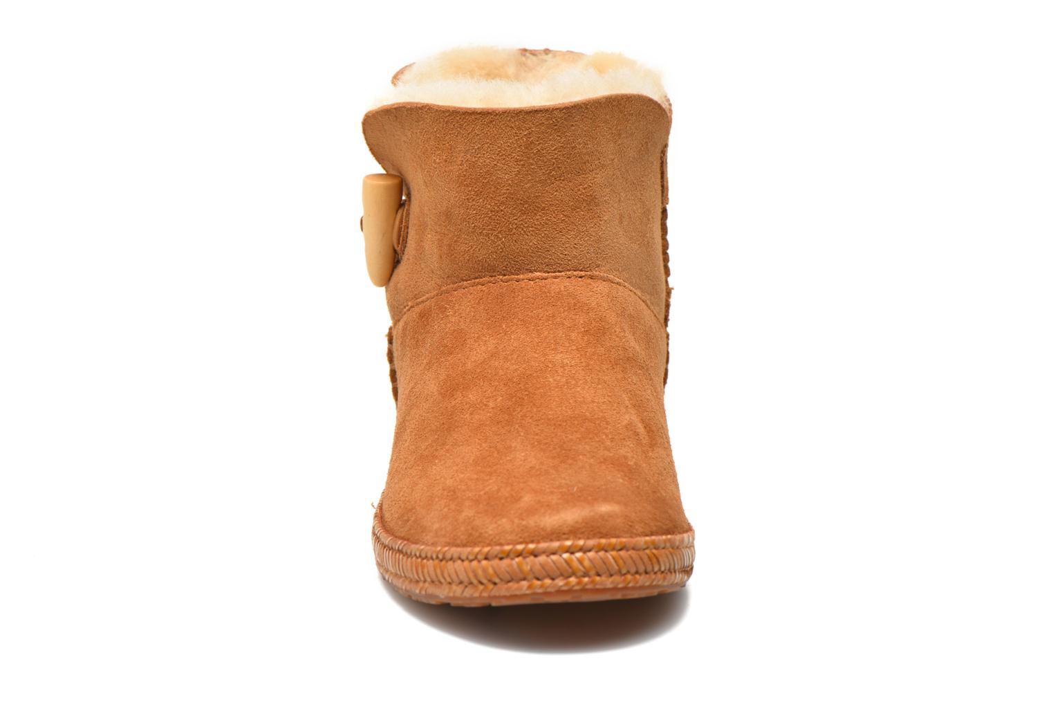 Ankle boots UGG K Wyoming Brown model view